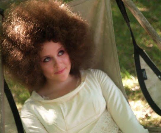 white-girl-fro_look_165b53641e2351edb1980b8fd19971ab_look.jpg