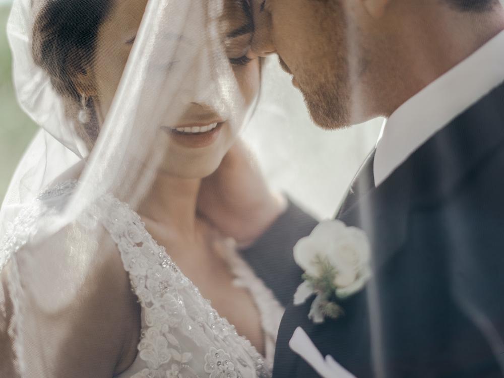 Kansas City Engagement & Wedding Photographer, Schwinn Produce Farm Barn