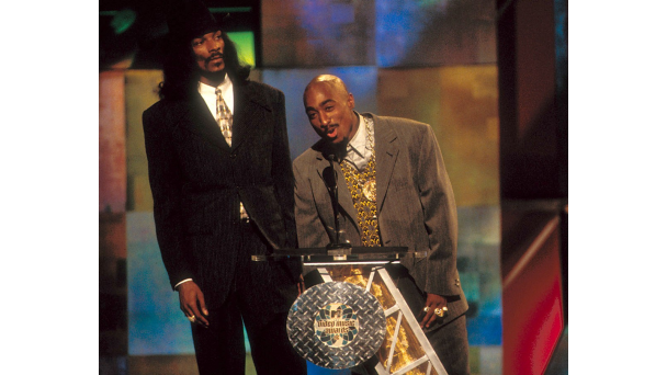 091211-music-tupac-infamous-moments-snoop-dogg.png
