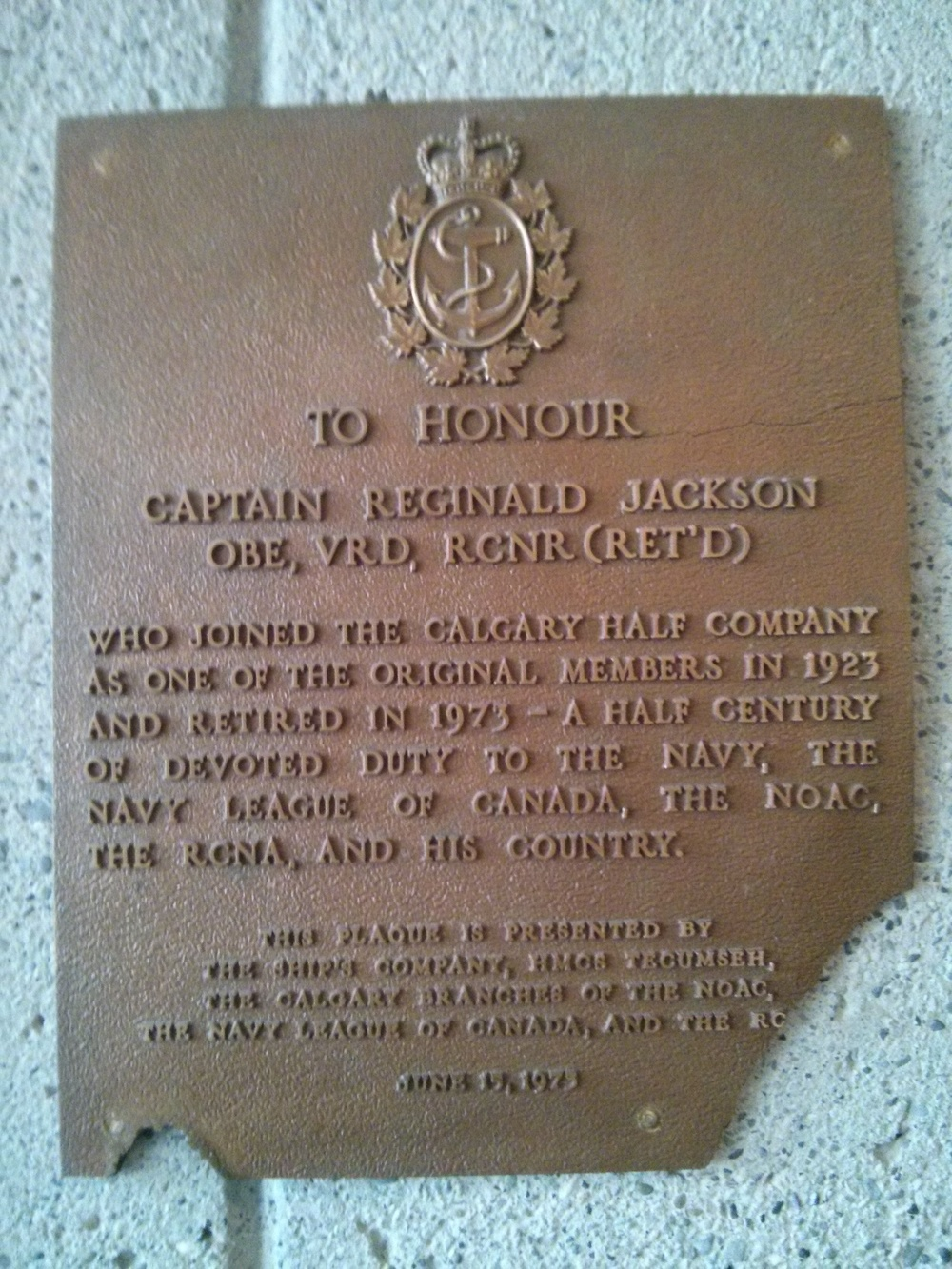 Plaque Commemorating capt(N) reginald jackson in hmcs tecumseh quarterdeck