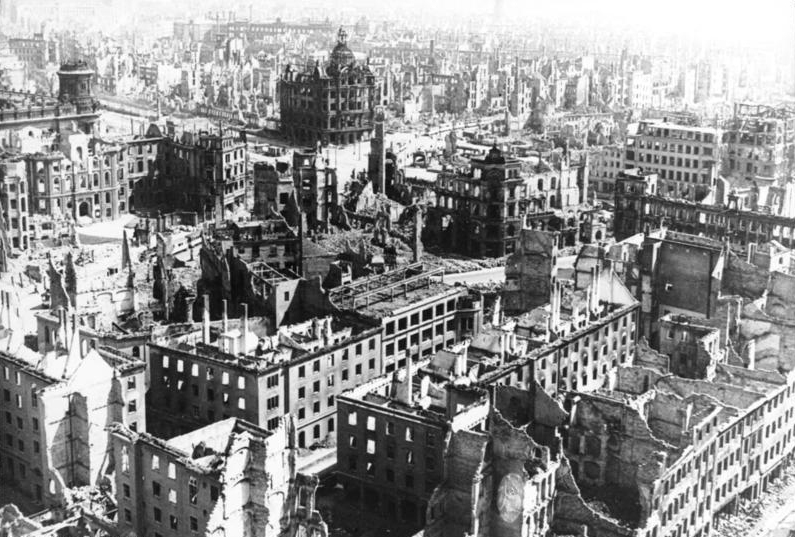 The ruins of Dresden  By Bundesarchiv, Bild 183-Z0309-310 / G. Beyer / CC-BY-SA 3.0, CC BY-SA 3.0 de, https://commons.wikimedia.org/w/index.php?curid=5371503