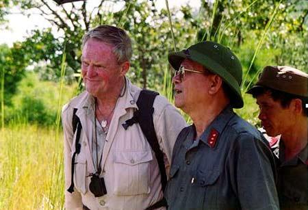 Vietnamese Lt. Gen. Nguyen Huu An and Hal Moore