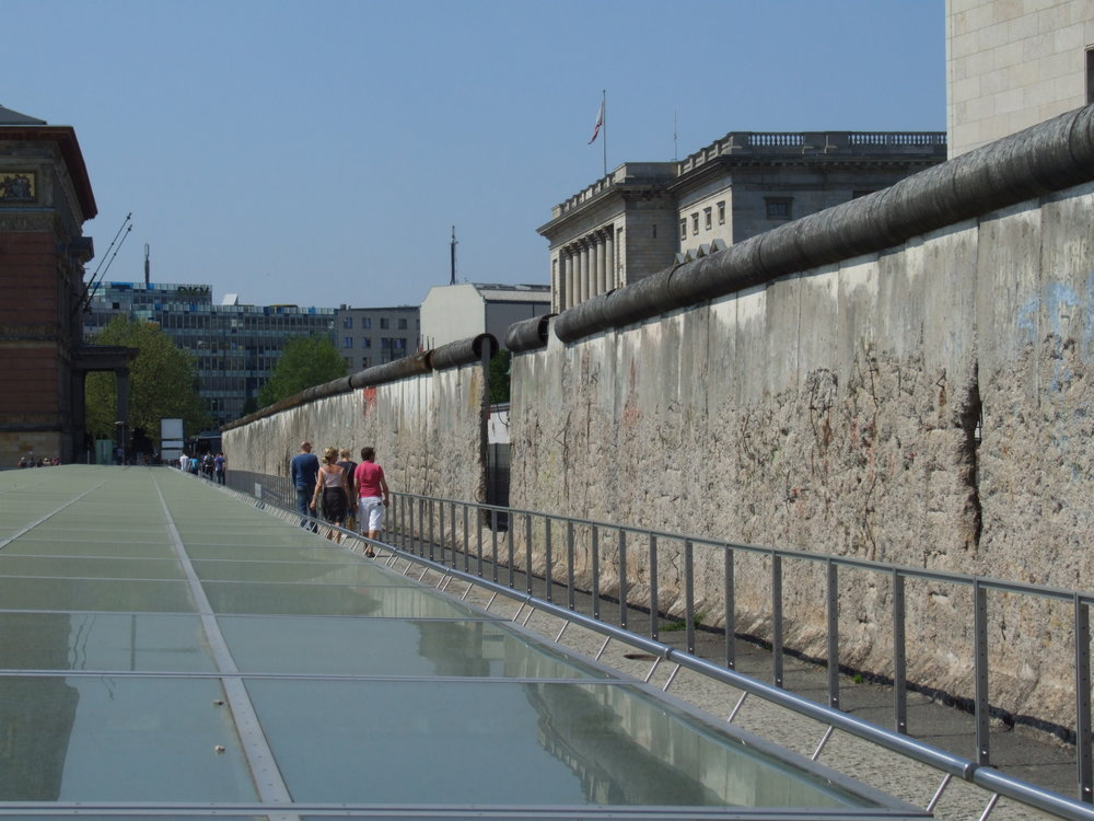 The Berlin Wall  Pudelek (Marcin Szala) [CC BY-SA 3.0 (https://creativecommons.org/licenses/by-sa/3.0)], from Wikimedia Commons