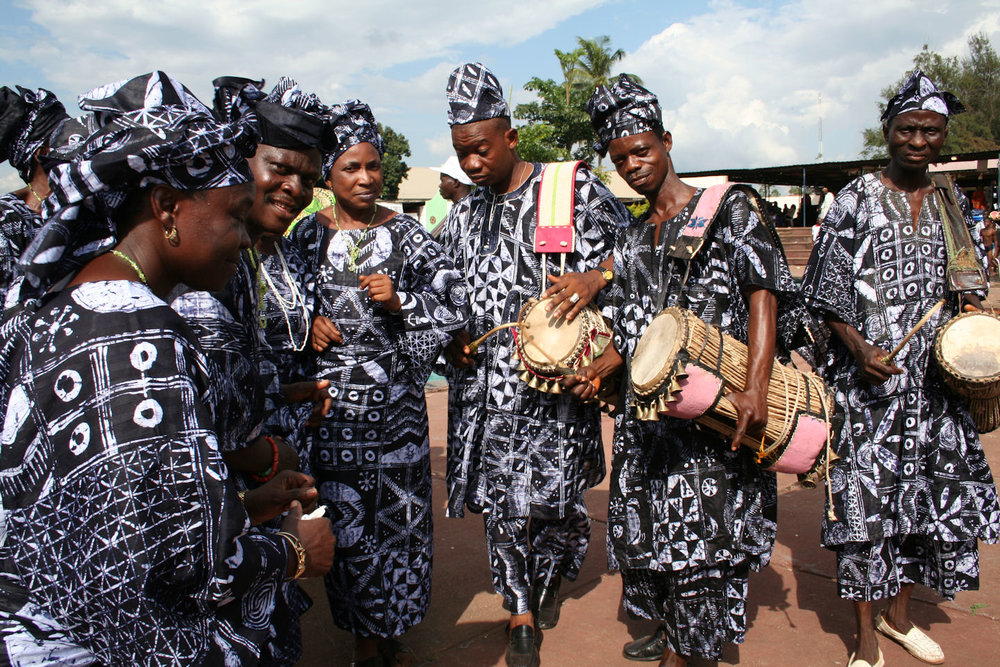 Yoruba dancers  Ayo Adewunmi [CC BY-SA 4.0 (https://creativecommons.org/licenses/by-sa/4.0)], from Wikimedia Commons