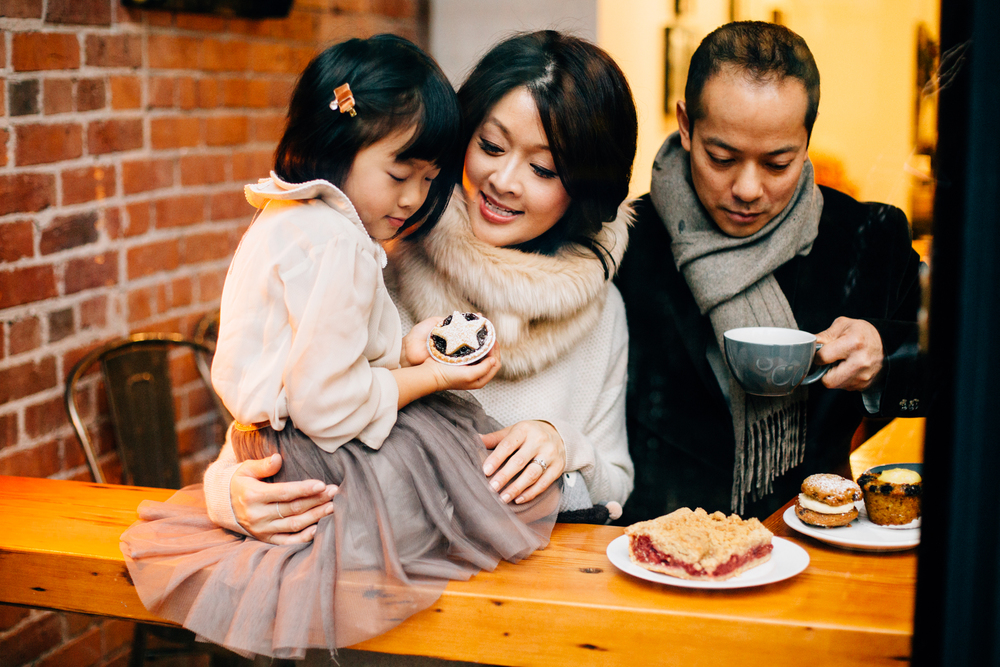 Vancouver family photographer bakery mini session.jpg