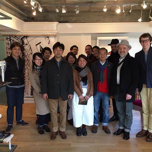 World Footwear Gallery i Tokyo. Fantastisk butikk med hyggelige ansatte. Her er vi med eieren av butikken, hele gjengen fra Hiro Yanagimachi, og Seiji McCarthy som også lager håndlagde sko. @wfg1979 @hiroyanagi1999 @egako92 @seijimccarthy