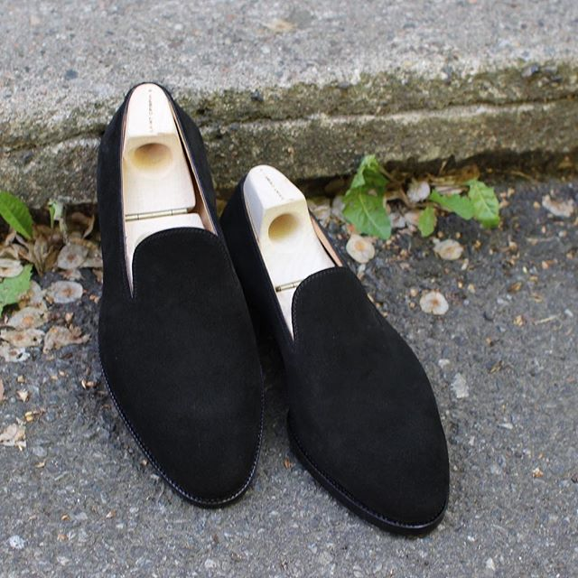 Amazing suede leather loafers from Saint Crispin's! #saintcrispins #loafers #dame #womensfashion #womanshoes #suede @dagestad_woman @skomakerdagestad @saintcrispins