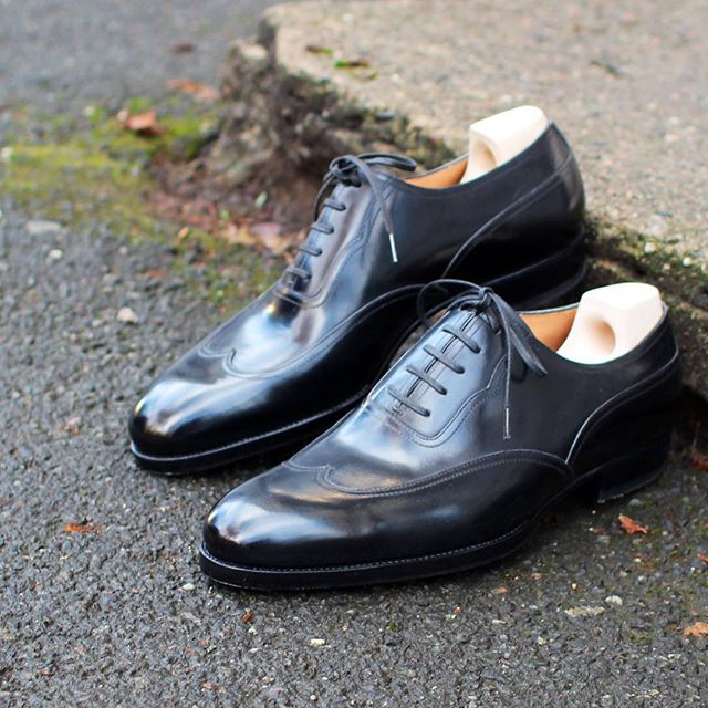 Monday morning meeting? Black austerity brogue's and a charcoal suit should see you through... and then some! @saintcrispins #skomakerdagestad #dagestad #austeritybrogue #bespokeshoes #mto #saintcrispins #handmade #oslo #norway