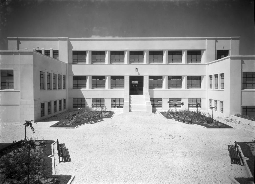 Instituto Superior Técnico, Lisbon  Photo: Mário Novais, ca. 1936-37, Lisbon  Biblioteca de Arte da Fundação Calouste Gulbenkian [CFT003_100956]