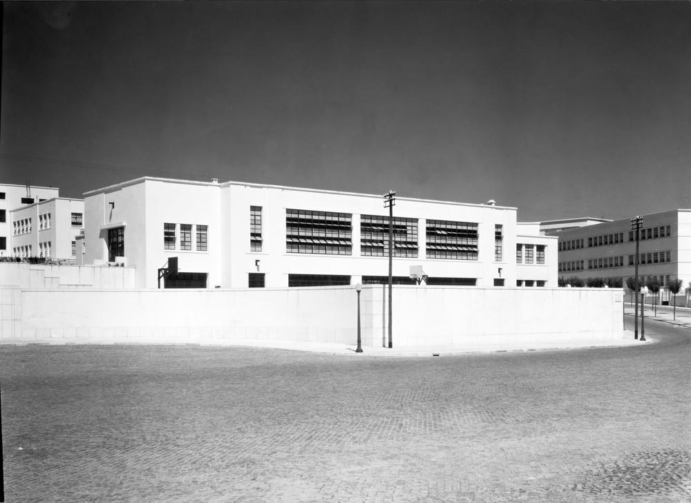 Instituto Superior Técnico, Lisbon  Photo: Mário Novais, ca. 1936-37, Lisbon  Biblioteca de Arte da Fundação Calouste Gulbenkian [CFT003_100959]