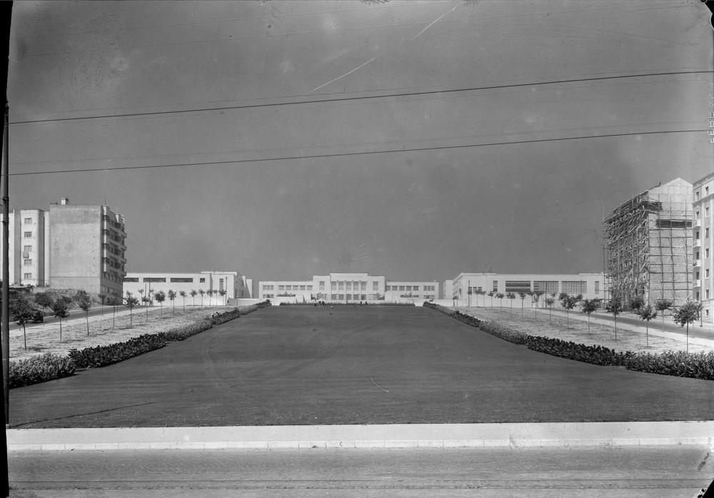 Instituto Superior Técnico, Lisbon  Photo: Mário Novais, ca. 1936-37, Lisbon  Biblioteca de Arte da Fundação Calouste Gulbenkian [CFT003_123175]