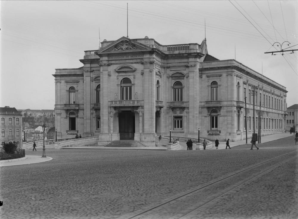 Instituto Superior Técnico, Lisbon  Photo: Mário Novais, ca. 1936-37, Lisbon  Biblioteca de Arte da Fundação Calouste Gulbenkian [CFT003_051862]