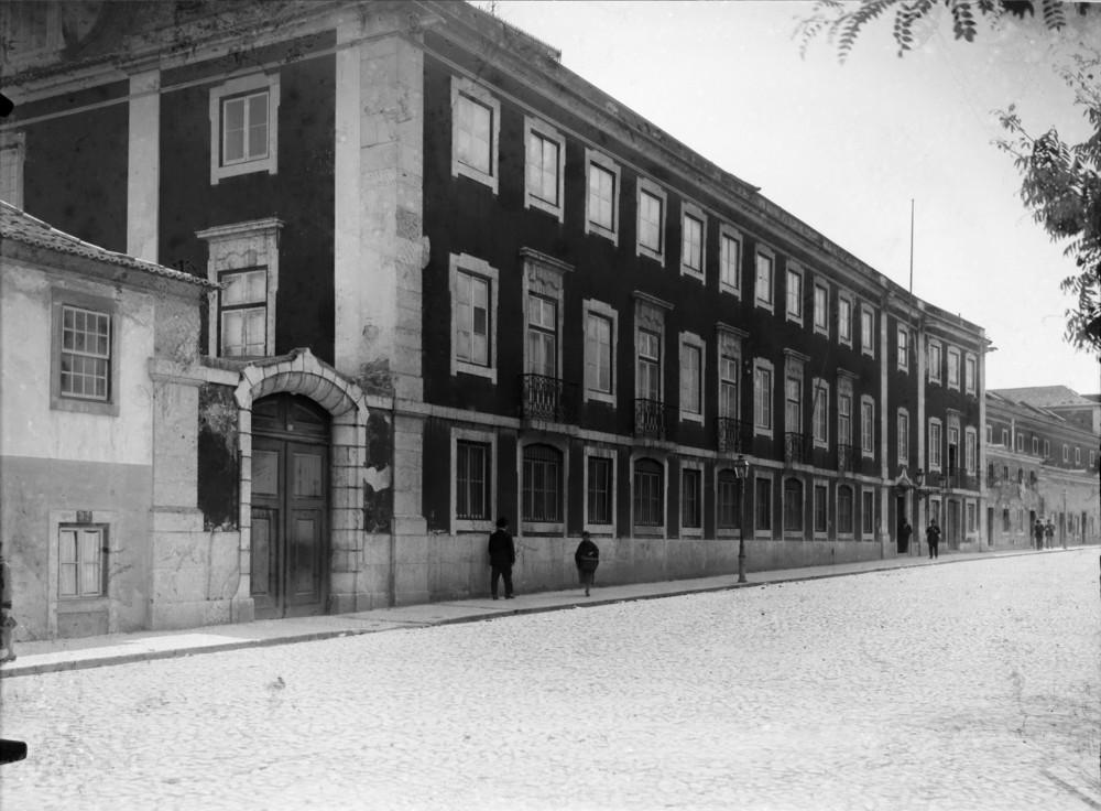 Instituto Superior Técnico, Lisbon  Photo: Mário Novais, ca. 1936-37, Lisbon  Biblioteca de Arte da Fundação Calouste Gulbenkian [CFT003_051860]