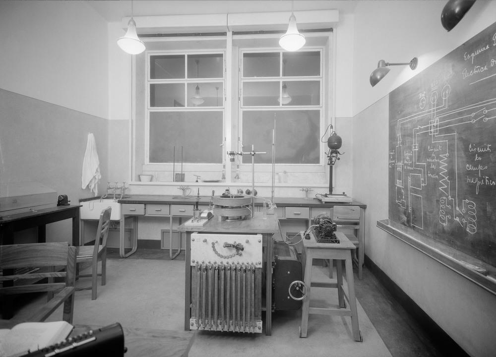 Instituto Superior Técnico, Lisbon  Photo: Mário Novais, ca. 1936-37, Lisbon  Biblioteca de Arte da Fundação Calouste Gulbenkian [CFT003_057328]