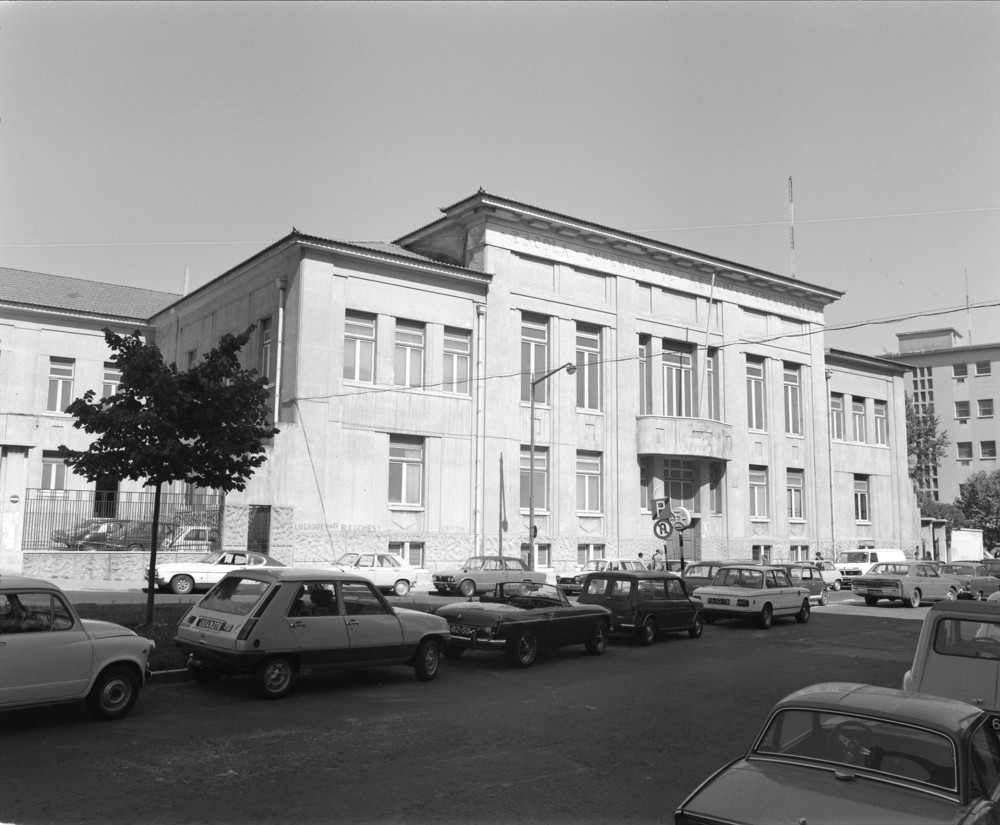 School of Veterinary Medicine, Lisbon  On  December 2, 1930, Salazar decreed the creation of a new technical  university in Lisbon, into which the School of Veterinary Medicine was  incorporated.  Photo: Studio Mário Novais, ca. 1975-1988, Lisbon  Biblioteca de Arte da Fundação Calouste Gulbenkian [CFT003_075449]
