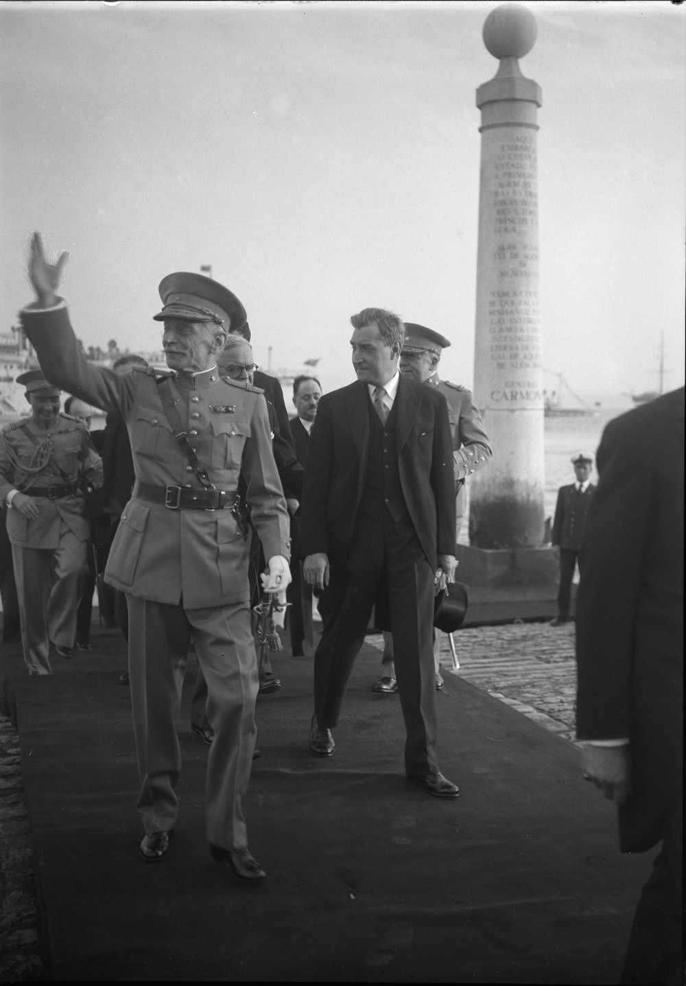 General António Óscar de Fragoso Carmona, pictured here with Salazar, was born in Lisbon in 1869, and was President of the Republic from 1926 to 1951. He died in Lisbon on April 18, 1951.  Photo: Horácio Novais, ca. 1940, Lisbon   Biblioteca de Arte da Fundação Calouste Gulbenkian  [CFT164_01112]