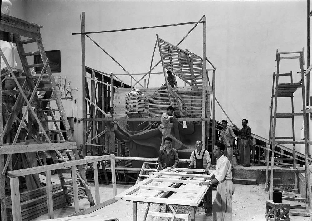 BUILDING THE MONUMENT TO THE DISCOVERIES  Photo: Horácio Novais, ca. 1938-1939, Lisbon  Biblioteca de Arte da Fundação Calouste Gulbenkian [CFT164_044088]