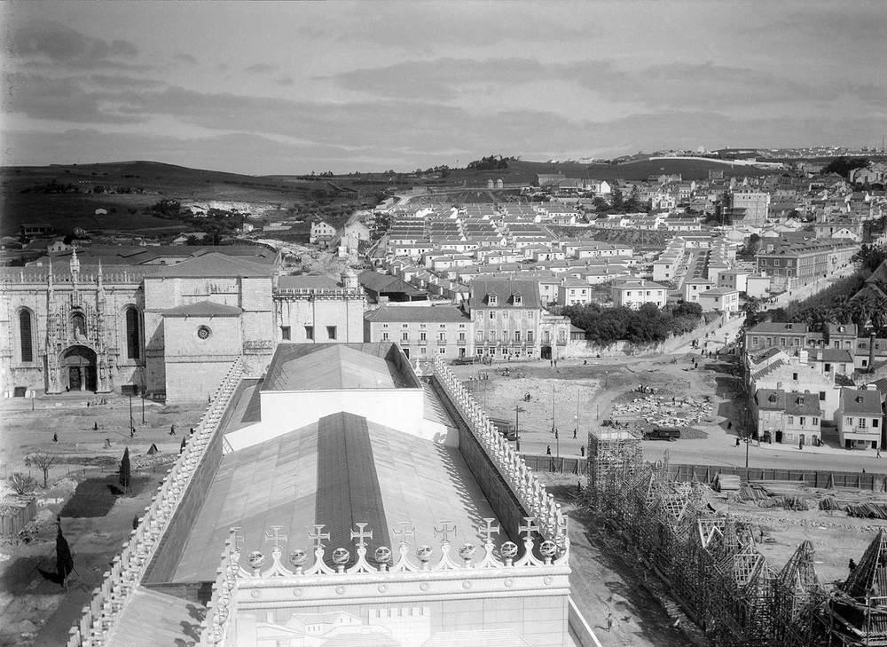 Photo: Estúdio Horácio Novais, ca. 1930-40, Lisbon  Biblioteca de Arte da Fundação Calouste Gulbenkian [CFT164_102169]