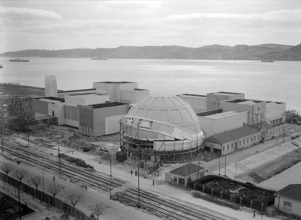 Photo: Estúdio Horácio Novais, ca. 1930-40, Lisbon  Biblioteca de Arte da Fundação Calouste Gulbenkian [CFT164_102172]