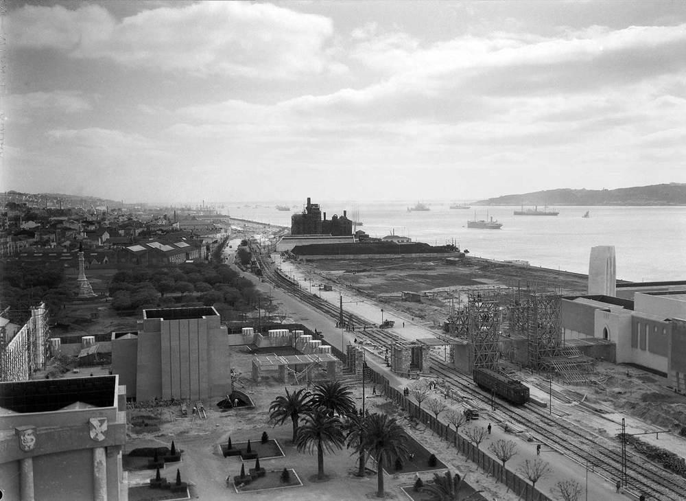 Photo: Estúdio Horácio Novais, ca. 1930-40, Lisbon  Biblioteca de Arte da Fundação Calouste Gulbenkian [CFT164_102174]