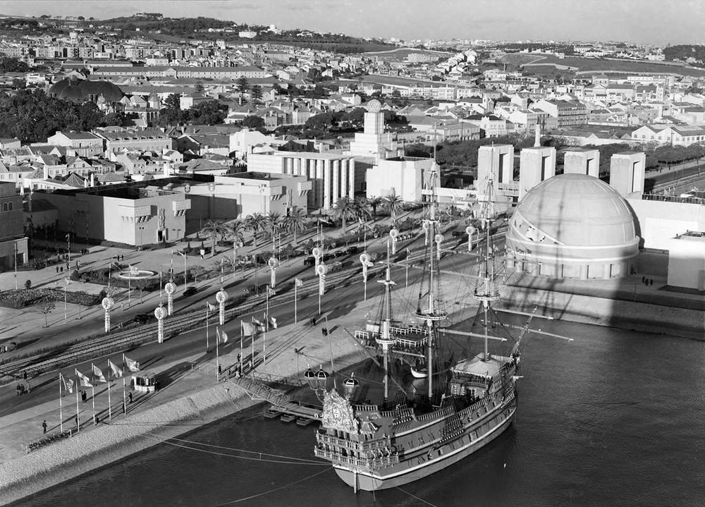 Photo: Estúdio Horácio Novais, ca. 1930-40, Lisbon  Biblioteca de Arte da Fundação Calouste Gulbenkian [CFT164_102170]