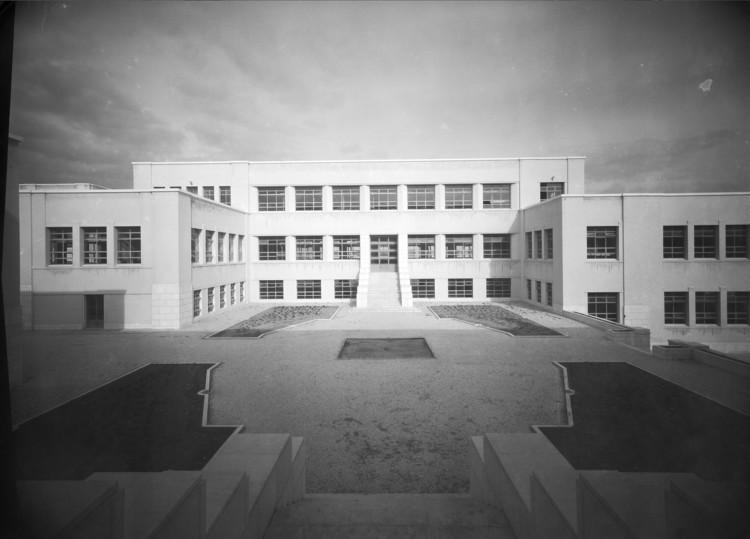 Instituto Superior Técnico, Lisbon  Photo: Mário Novais, ca. 1936-37, Lisbon  Biblioteca de Arte da Fundação Calouste Gulbenkian [CFT003_100961]