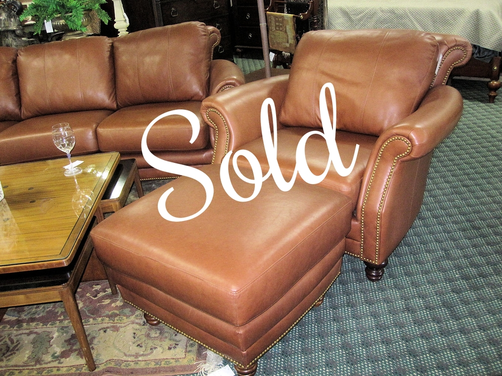 Design ns savannah leather chair and ottoman 950 for Chaise holly roche bobois
