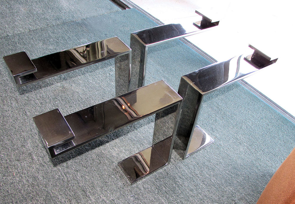 chromed_steel_floating_cocktail_table_base 00.jpg