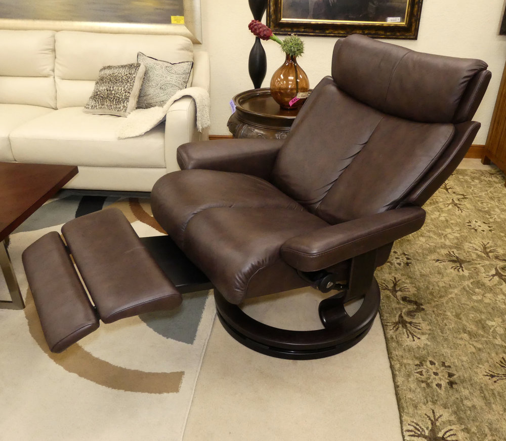 Stressless Magic Power Recliner with LegComfort System  Retail Price: $4,195 Our Price: $1,800