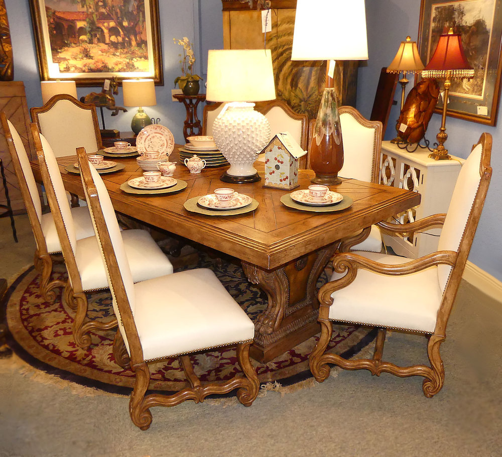 ferguson-copeland-parque-trestle-dining-table 02.jpg