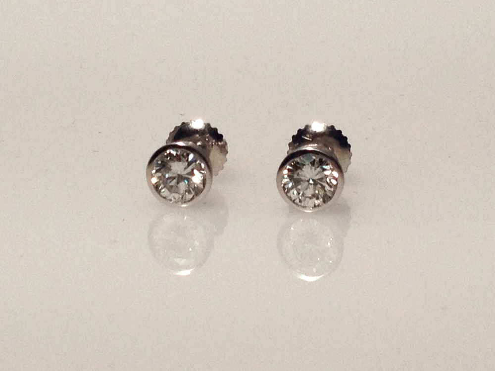1ctw diamond studs.