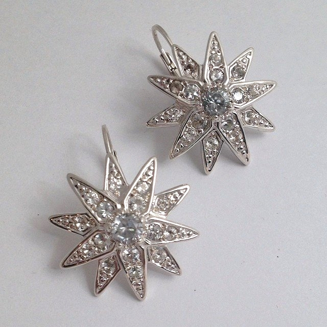 Star earrings in 14k white gold and white sapphires