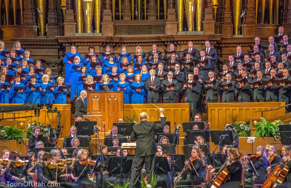 Mormon Tabernacle Choir concert director.jpg