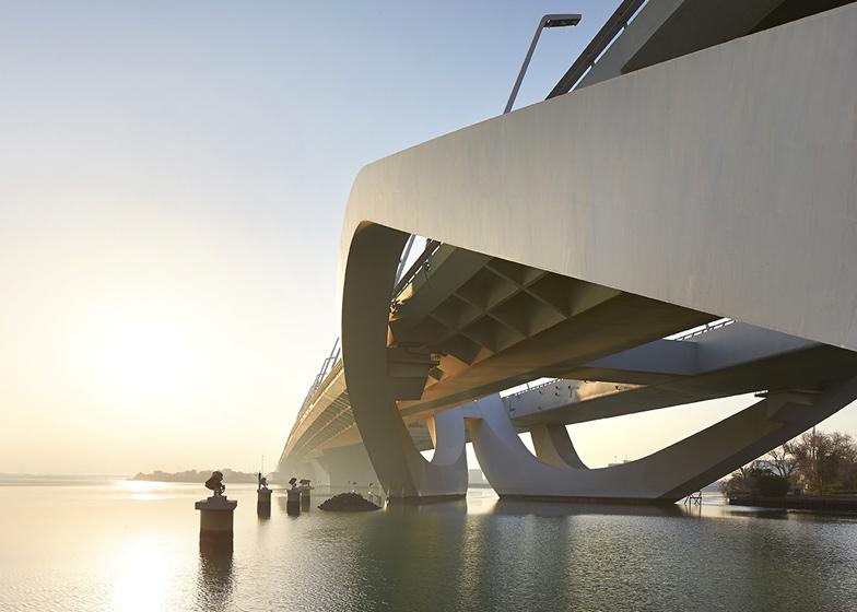 Prjkt Dump_7_Hufton+Crow&Zaha_Sheikh Zayed Bridge_1.jpeg