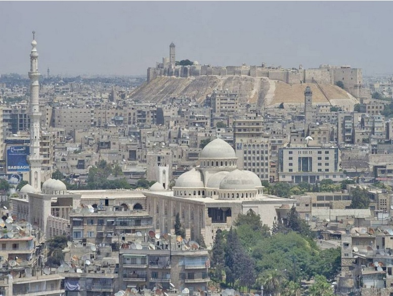Aleppo skyline, with Citadel in back. (From  The Independent .)