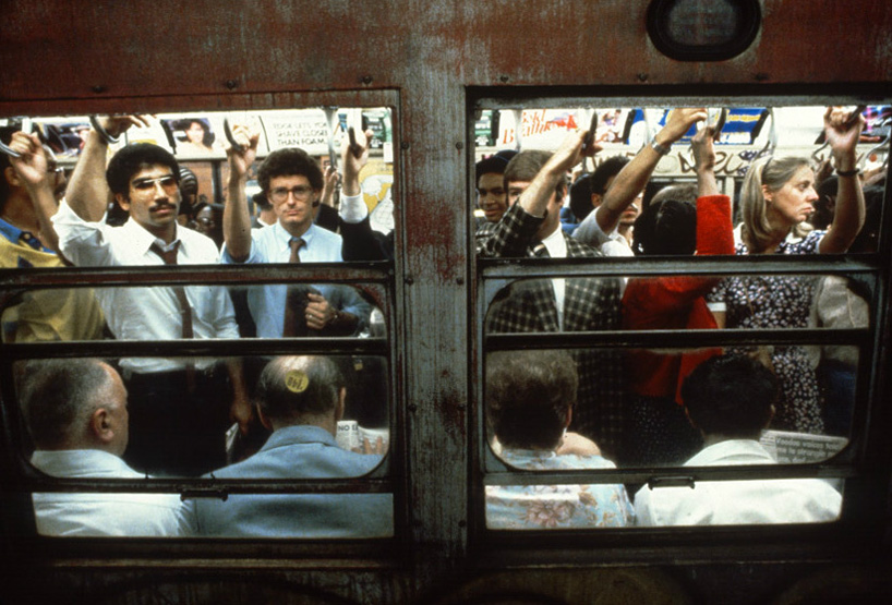 christopher-morris-photographs-the-gritty-NYC-subway-in-1981-designboom-07.jpeg