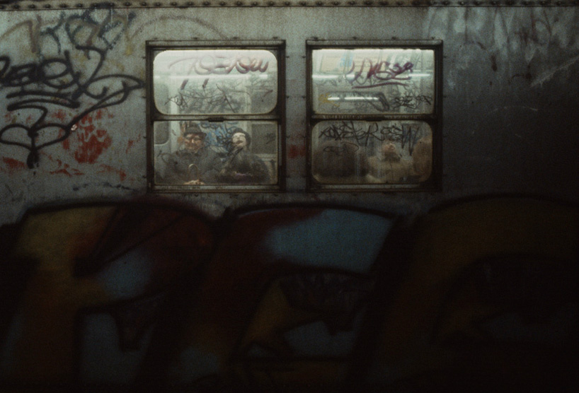 christopher-morris-photographs-the-gritty-NYC-subway-in-1981-designboom-01.jpeg