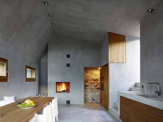 543dd604c07a80762d000250_stone-house-transformation-in-scaiano-wespi-de-meuron-romeo-architects_1430_cf030937-530x397.jpg