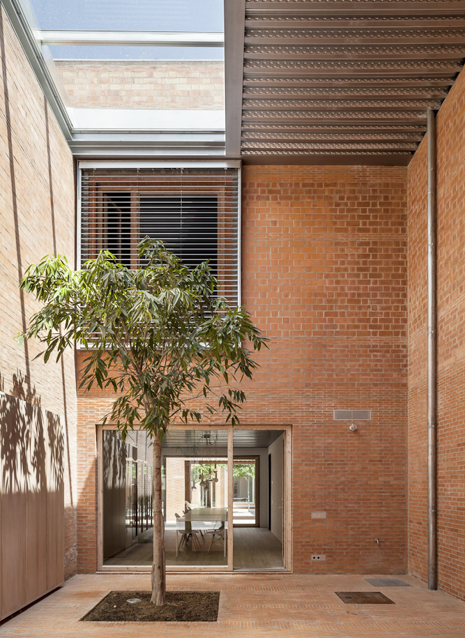 54bdd28ae58eceef7000008f_house-1014-h-arquitectes_22_mg_0228_tall.jpg