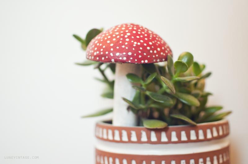 vintage+wood+mushroom+plant+stake+-+lune+vintage.png