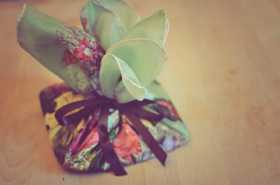 furoshiki+silk+scarf+lune+2.jpg