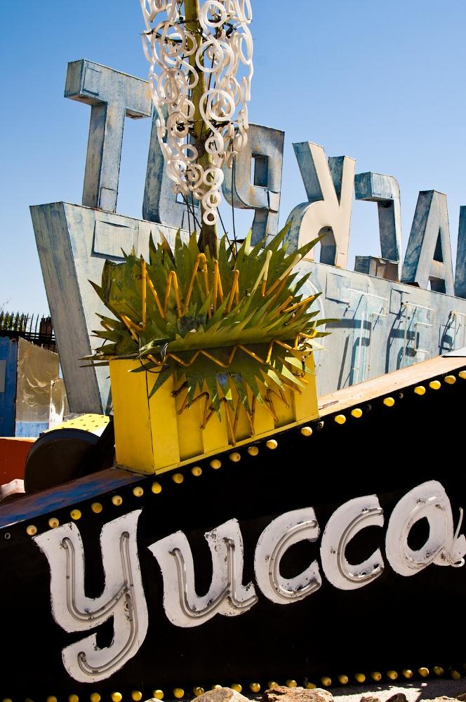neon sign boneyard museum lune vintage 8 (664x1000).jpg