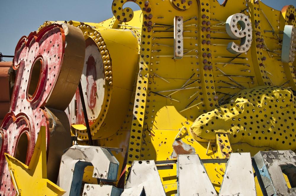 neon sign boneyard museum lune vintage (1000x664).jpg