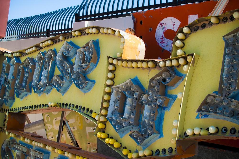 neon sign boneyard museum lune vintage 18 (1000x664).jpg