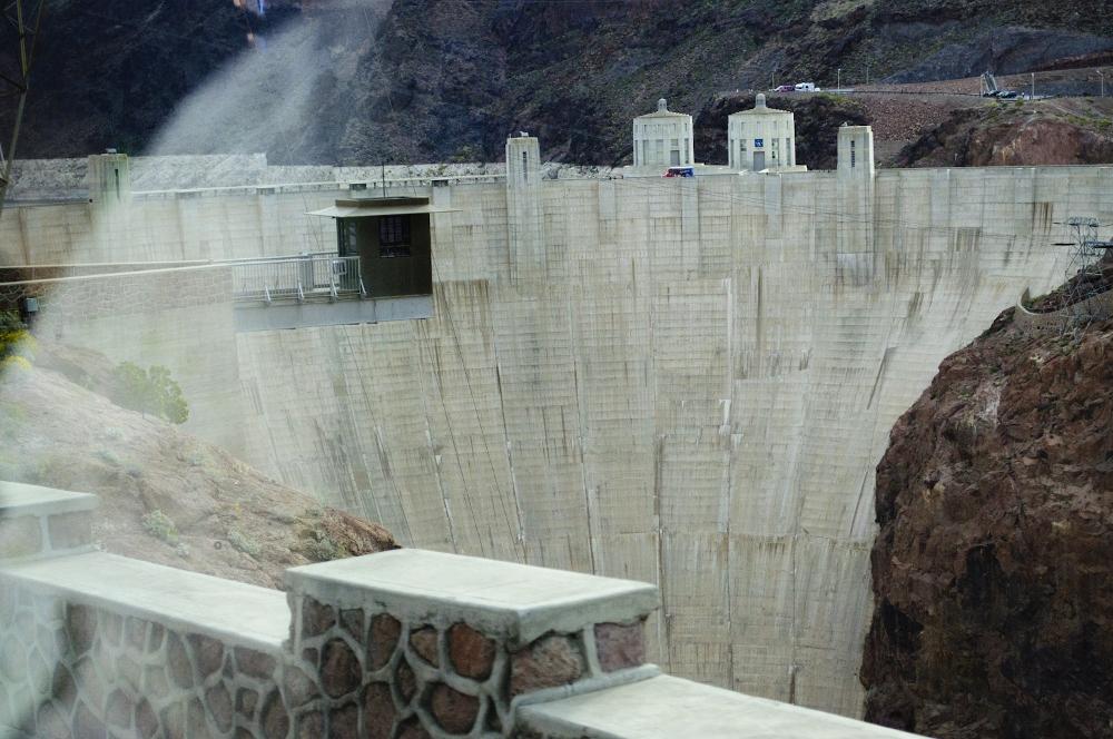 hoover dam 1 (1000x664).jpg