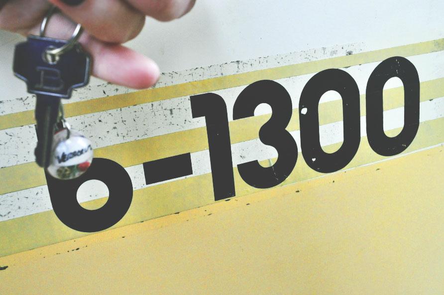b-1300 keys.jpg