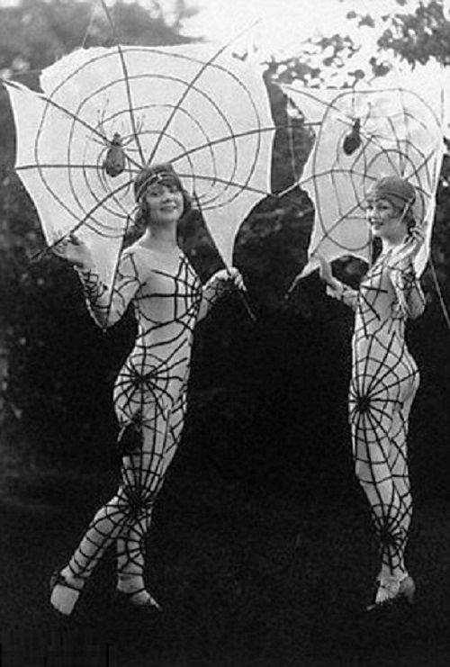 Vintage-Halloween-costumes-6.jpg