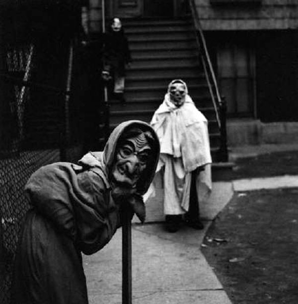 Creepy-Vintage-Halloween-Costumes-—-2.jpg