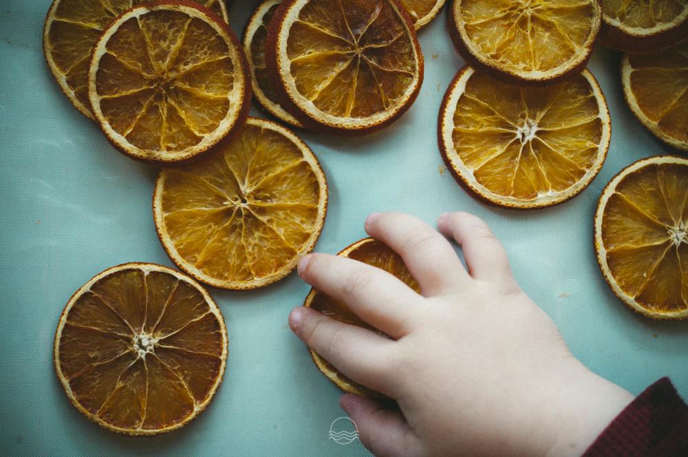 Cool Natural Orange Slice Ornaments Lune Travels Blog Easy Diy Christmas Decorations Tissureus