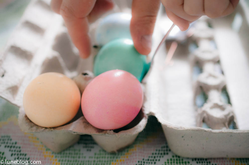 pastel easter egg dying lune blog (3 of 5).jpg